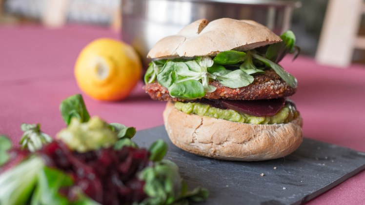 cookinmovie-falafel-burger